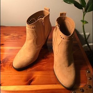 Camel Qupid Booties size 7 1/2 woodlook heels